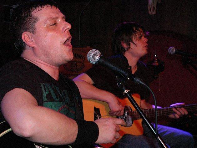 Blue Effect při vystoupení v benešovském Atlas music klubu.