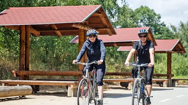 Cyklisté si Posázaví oblíbili kvůli přírodě, ale mají tu i dobré podmínky pro sportování a orientaci v krajině.