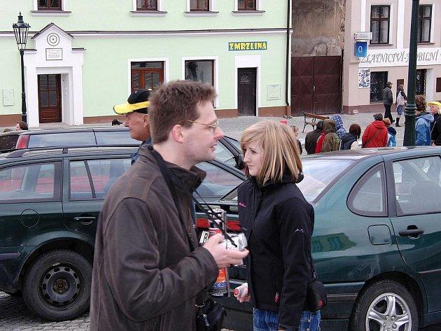 Vlašimské Žižkovo náměstí bude tuto sobotu z poloviny pro běžné parkování uzavřené. Důvodem jsou Májové slavnosti.
