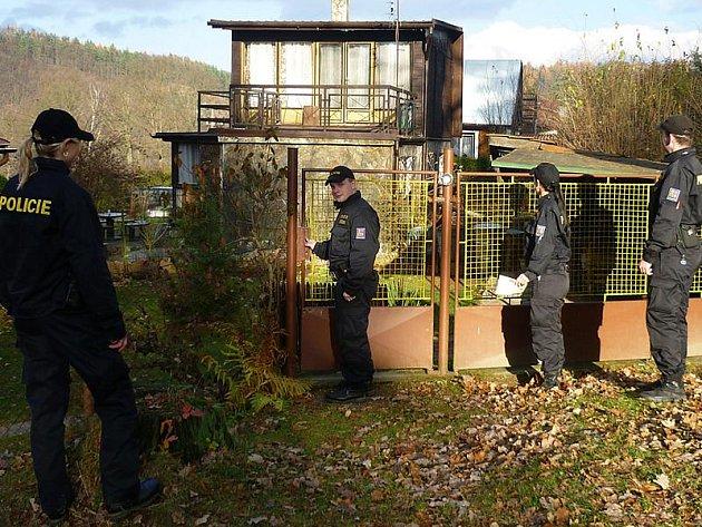 Policejní pátrání v chatových osadách.