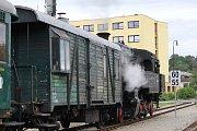 První letošní nostalgický parní vlak při zpáteční cestě zastavil také v Týnci nad Sázavou.