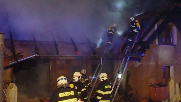 Požár domu v Kelcích.