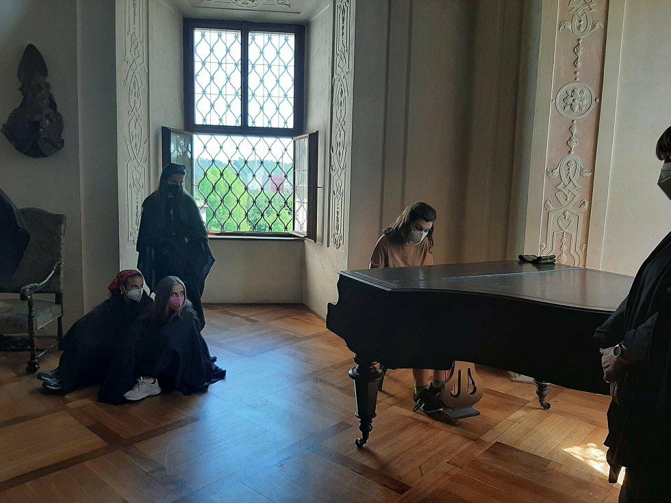 Z interaktivní prohlídky sázavského kláštera s následnou tvořivou dílnou.