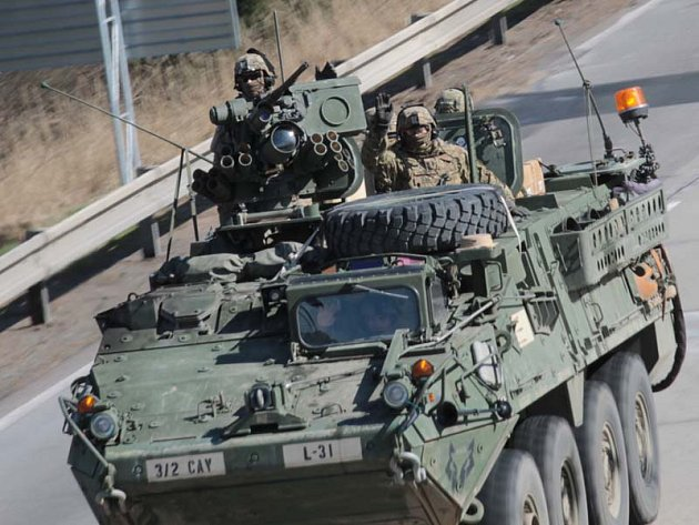 Konvoj amerických vojenských vozidel projel po dálnici D1 kolem Šternova v pondělí 30. března v 14.42.