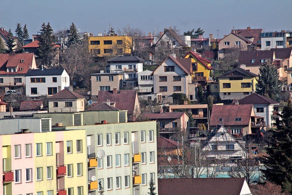 Benešov při pohledu ze střechy kostela sv. Anny - pohled na vilkovou čtvrť na Červených Vršcích.