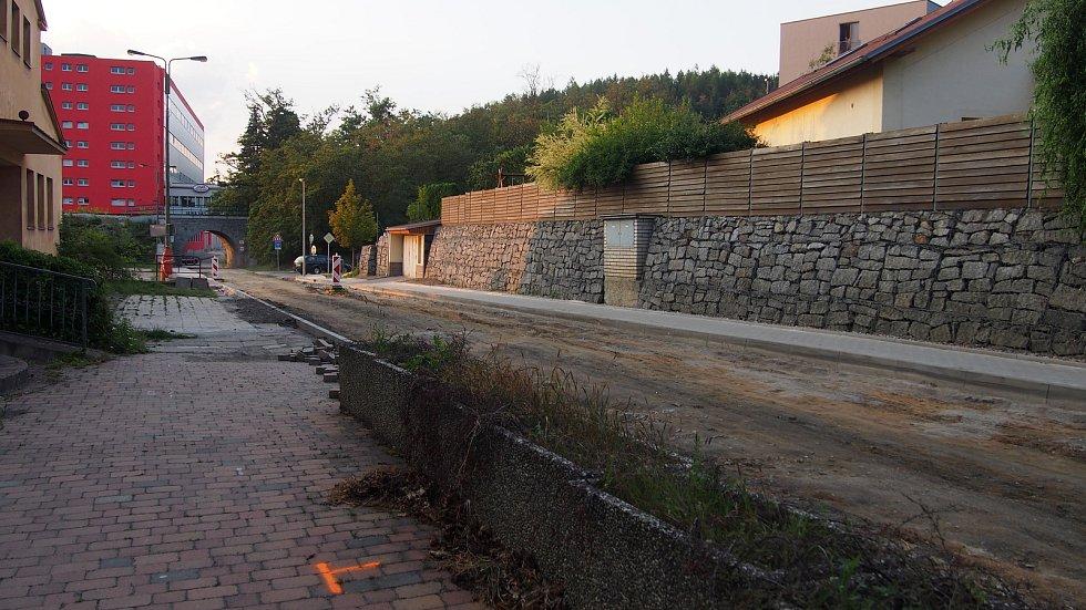 Oprava silnice na Brodcích.