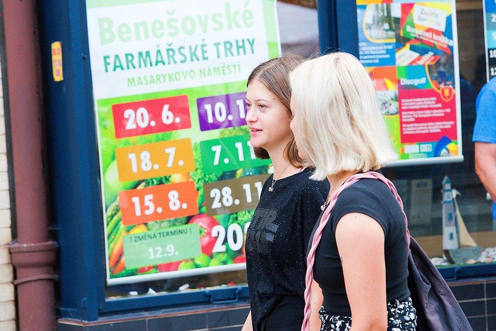 Z farmářských trhů v Benešově 2020.