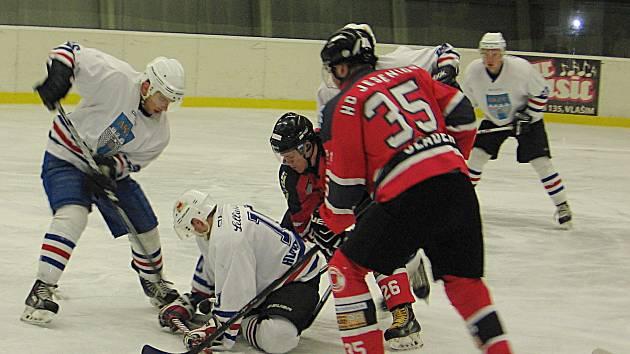První čtvrtfinále play off krajské hokejové ligy Vlašim - Jesenice.