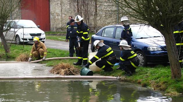 Start a cíl hasičské soutěže byl v Jablonné nad Vltavou.