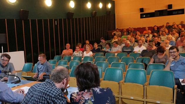 Setkání ve vlašimském kině kvůli bioplynové stanici.