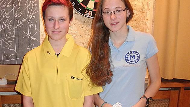 Finále juniorek: zleva druhá Selina Rechberger (Rakousko) a první Denisa Dadová (DC Mezihoří).