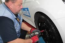 Výměna pneumatik v benešovském BestDrive.
