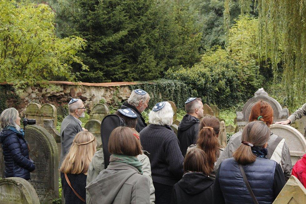 V Přistoupimi odhalili pamětní desku obětem holocaustu