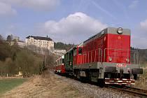 Historický vlak, který přiveze turisty až pod hrad Český Šternberk.