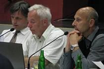Nejvyšší představitelé Benešova, starosta Jaroslav Hlavnička (uprostřed) a místostarostové Roman Tichovský a Tomáš Podhola., s