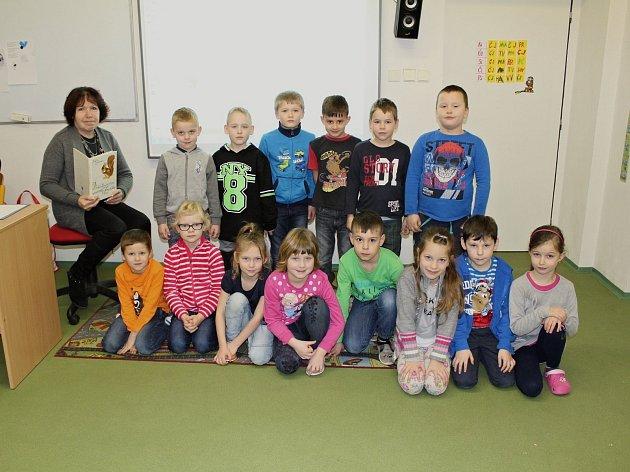 Žáci první třídy ze ZŠ Vrchotovy Janovice střídní učitelkou Boženou Vyskočilovou.