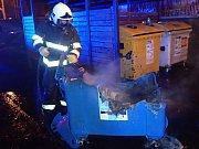 Zábavní pyrotechnika způsobila na Nový rok požár kontejneru v Benešově.