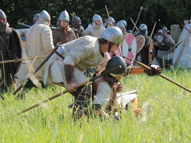 V Brdečném u Neveklova se sešli středověcí válečníci už posedmé.