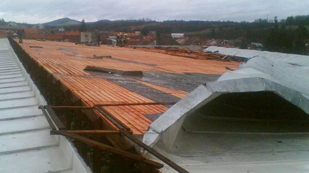 Opravy na střeše zimního stadionu