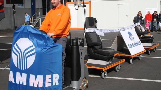 Firma Grammer v Dolních Kralovicích má do konce tohoto roku propustít více než čtyři sta zaměstnanců. Výrobu má dolnokralovická pobočka převést do Žatce.