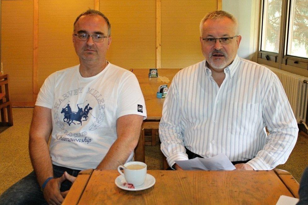 Petr Kotouč a Petr Hostek při TK na zimním stadionu.