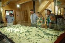 Otevírání Domu přírody za přítomnosti pozvaných hostů se odehrálo v pátek 3. července.