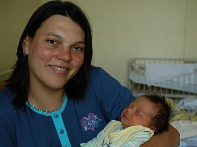 Manželé Ivana a Michal Křížkovi se od 9. září radují ze své prvorozené dcery Terezky, která se narodila  v 11.35.  Při příchodu na tento svět vážila 3,74 kg a měřila 50 cm. Doma bude v Tomicích.
