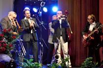 Crazy Boys of Prague při vystoupení v Týnci nad Sázavou.