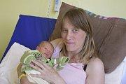Adam Čech se narodil 18. května v6.40 sváhou 2200 gramů a mírou 44 centimetrů. Manželé Dagmar a Miroslav Čechovi se už těší, až jej doma vTýnci nad Sázavou představí jeho sestřičce Adélce (6).