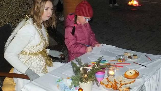 Rozvěcení nejvyššího vánočního stromu v pasáži v Tyršově ulici.