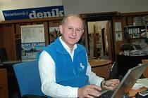 Senátor Karel Šebek obhahující mandát na dalších šest let při on-line rozhovoru v redakci Benešovského deníku.