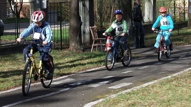 ZŠ Votice použije peníze na koupi stojanů na kola a jejich přístřešek.