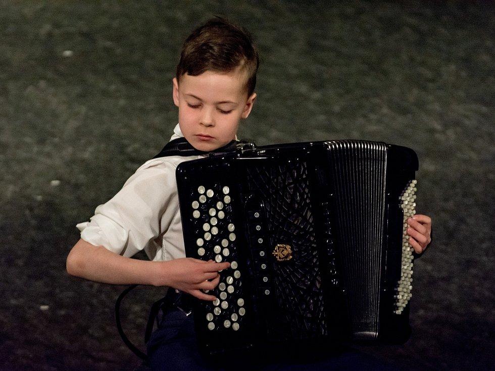 Akordeonista Viktor Stocker ze Základní umělecké školy ve Vlašimi.