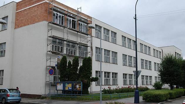 Přístavba ZŠ v benešovské Jiráskově ulici.