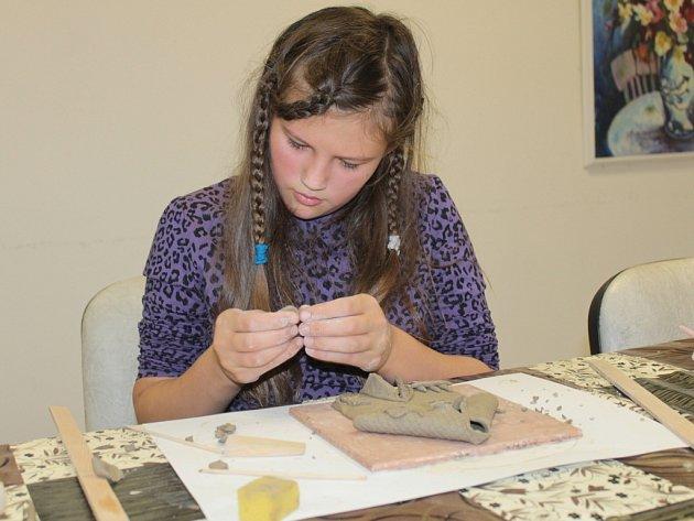 Děti trávily podzimní prázdniny v turnaji kuželek či modelováním z keramické hlíny.
