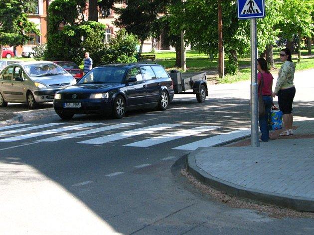 Nový přechod pro chodce v Táborské ulici u Husova náměstí.