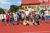Polovina atletů vlašimského oddílu na soustředění v Berouně.