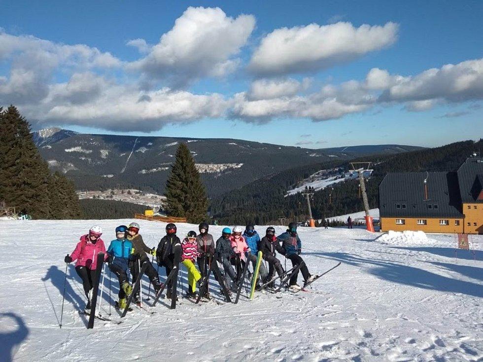 Základní škola v Dolních Kralovicích na lyžařském výcviku.