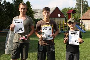 Vítězové prvních tří míst si kromě pohárů a diplomů odnesli i poukazy na živou kachnu. Po soutěži následovalo loučení s létem.