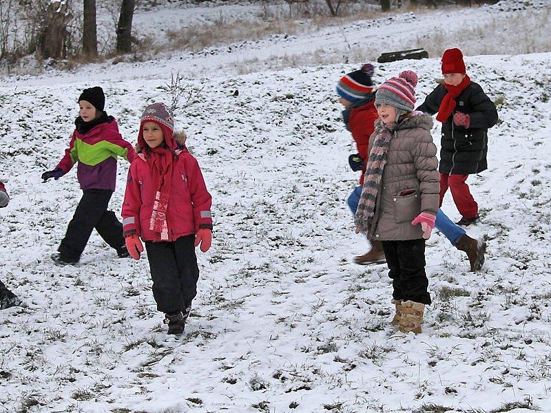 Novoroční poprašek školáci přivítali, středeční sníh řidiči už ne.