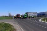 Dopravní nehoda kamionu a motorky.