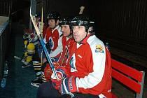 Fotbaloví reprezentanti hráli hokej