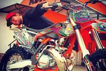 Pavel Polášek se svou motorkou.