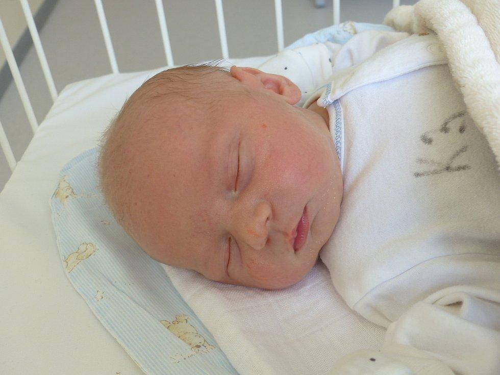 David Kemza se narodil 30. března 2021 v kolínské porodnici, vážil 3730 g a měřil 49 cm. Ve Veltrubech ho přivítala sestřička Viktorka (3.5) a rodiče Veronika a David.