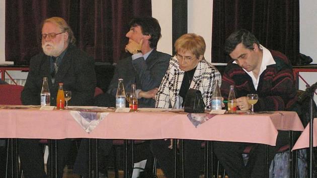 Městské zastupitelstvo na fotce tvoří Jaroslav Duras, Roman Kříž, Daniela Seifertová a Luboš Machulda