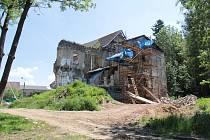 První etapa rekonstrukce zámku ve Zvěstově.