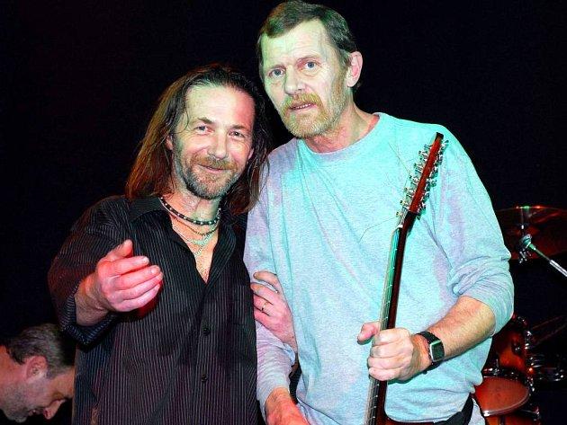Štěpán Kojan a Jiří Schmitzer krátce po koncertu v pražském Lucerna Music Baru