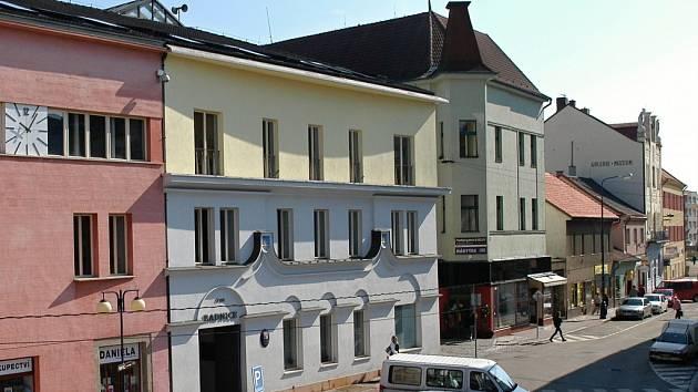 Dům v sousedství radnice v Benešově získá novou plynovou kotelnu.
