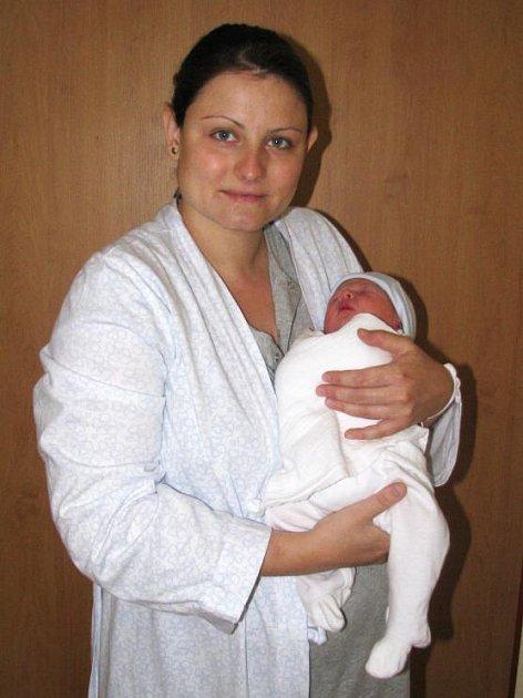 Jacob Keith Holmes je prvním synem manželů Lenky a Davida Williama Holmese z Prahy 4. Narodil se 4. srpna ve 21 hodin a 55 minut. Jeho váha byla 2,8 kg a měřil 47 cm