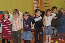 Děti z chrástecké mateřinky mají za sebou svoje první taneční.
